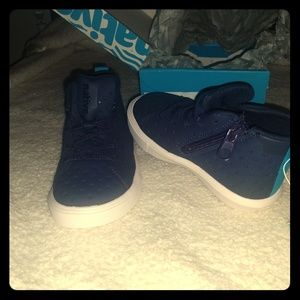 Native shoes size 8